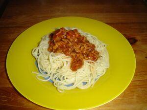 boloňské špagety - recept uvařen a podán na talíři