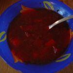 Zeleninová polévka z červené řepy