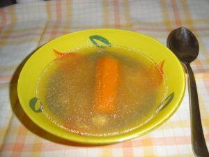 Silný kuřecí vývar s mrkví
