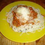Špagety s mletým masem a rajčatovou omáčkou