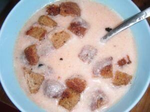 Norská rybí polévka z krabích tyčinek