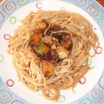Špagety se sušenými rajčaty a cuketou