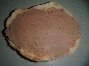 paštika na chleba z kuřecích jater