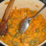 Dušená mrkev na másle s hráškem