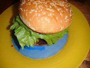 Domácí hovězí burger na grilu