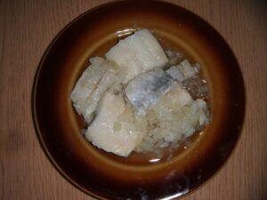 Matesy naložené v oleji s cibulkou