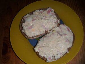 Namazaná pomazánka ze sýru typu camembert