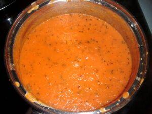 Rajčatová omáčka na italskou pizzu z loupaných rajčat