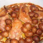 Pečené kuře na slanině a bramborách