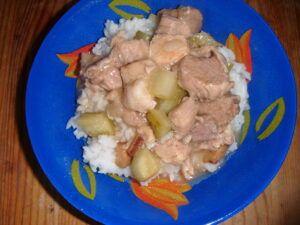 Vepřové plecko s rýží a okurkovou omáčkou