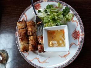 Sajgonky s koriandrem a salátem